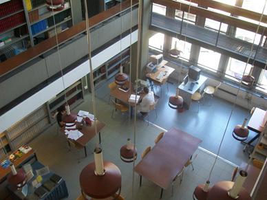 Biblioteca Giordano Giacomello - La sala periodici