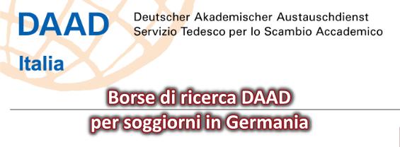 L'immagine mostra il logo del Servizio Tedesco dello Scambio Accademico (Deutscher Akademischer Austauschdienst, DAAD) e annuncia la disponibilità di borse di ricerca per soggiorni in Germania